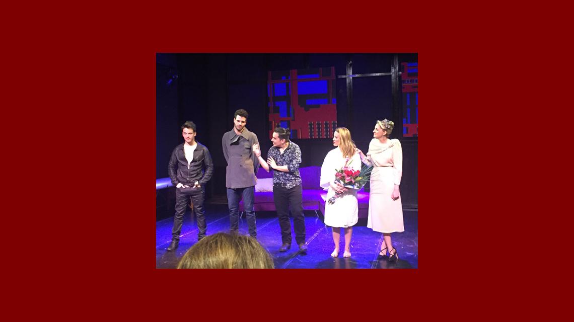 El destape de Miriam Lanzoni en el escenario: escena lésbica y topless