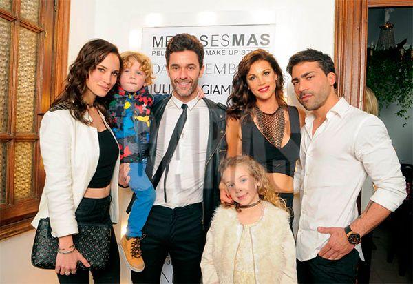 ¿Necesita prensa? Mariano Martínez posó con su actual, su ex, sus hijos y el novio de su ex