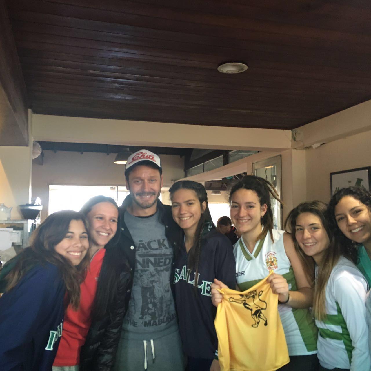 VIDEO: Benjamín Vicuña, de paseo con sus hijos en un famoso colegio de Buenos Aires