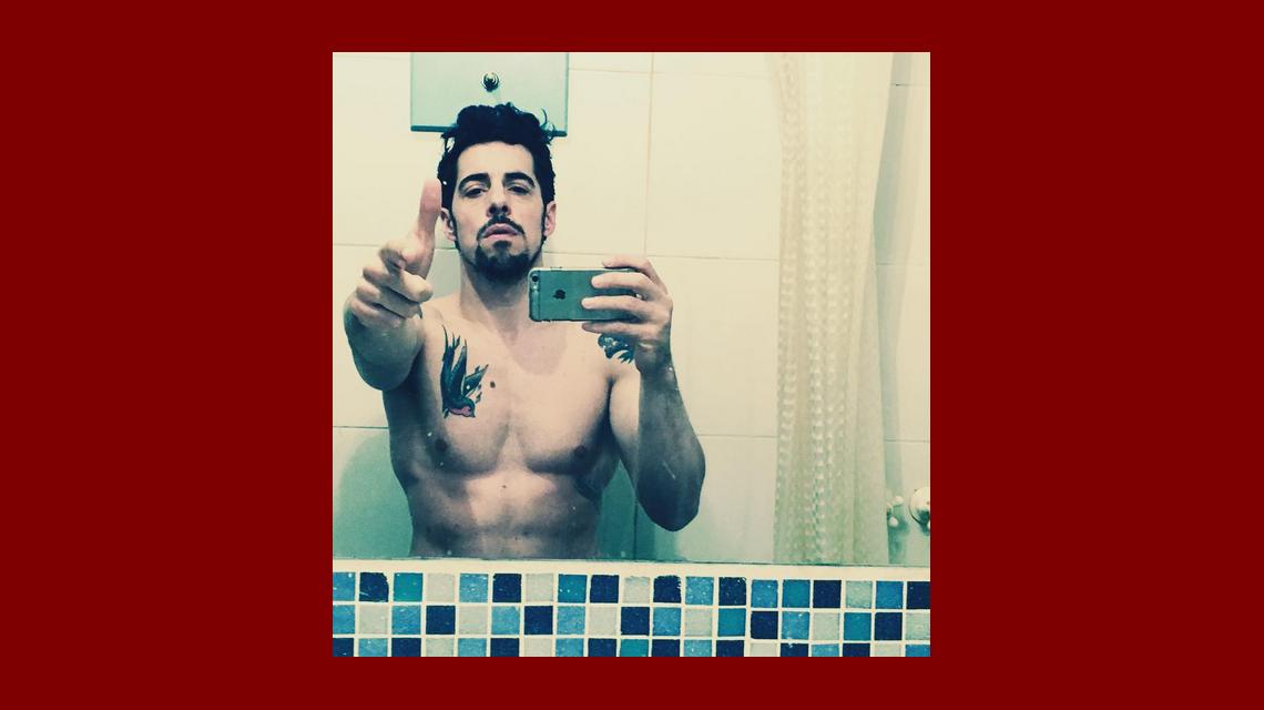La foto hot de Esteban Lamothe en el baño y el comentario ¡poco erótico! de su mujer Julieta Zylberberg