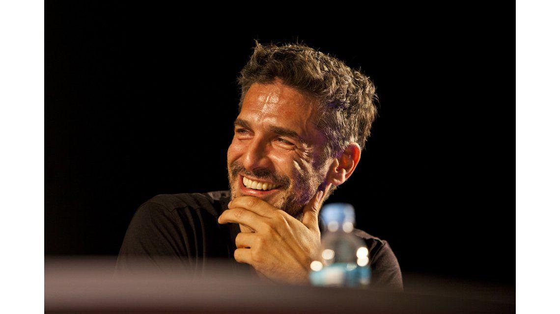 Leo Sbaraglia le puso humor a las escenas hot con Eva De Dominici: Le decía ¡este no soy yo, estoy así por el frio!
