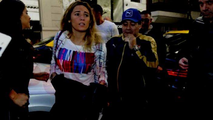 Diego Maradona se sometió a una sesión ortomolecular y rejuveneció su rostro