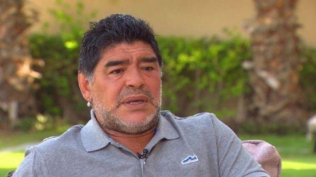 Diego Maradona no pudo salir del país: gritos y enojo en Ezeiza