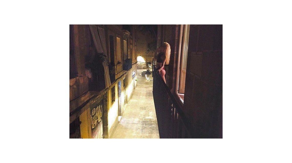 Militta Bora calentó las redes con una foto hot en Barcelona: Buscando pokemones