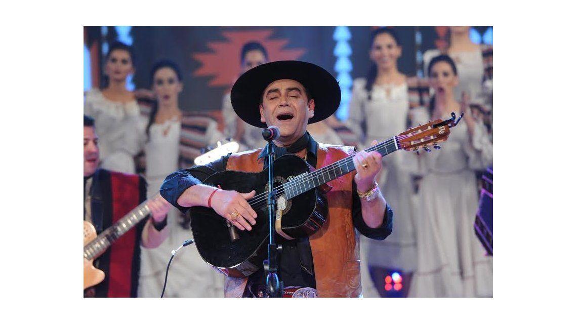 El Chaqueño Palavecino se sumó a la ronda del folclore con un gran show