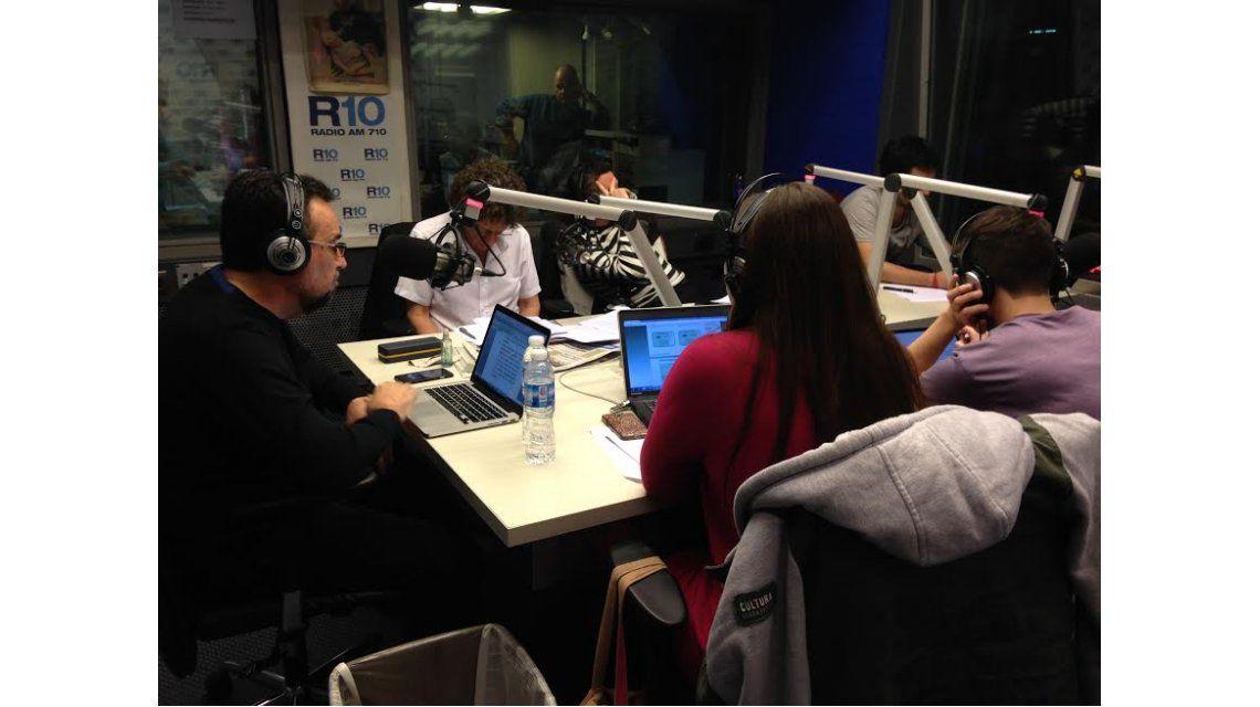 Así comenzó Roberto Navarro en Radio 10 con El destape: Te toman por boludo