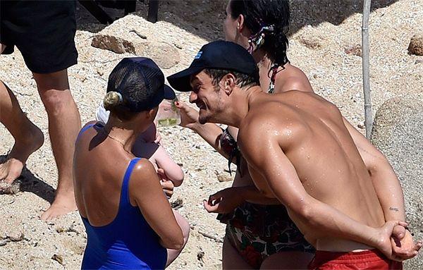 Después del desnudo, Katy Perry y Orlando Bloom siguen con el toqueteo apasionado en el mar