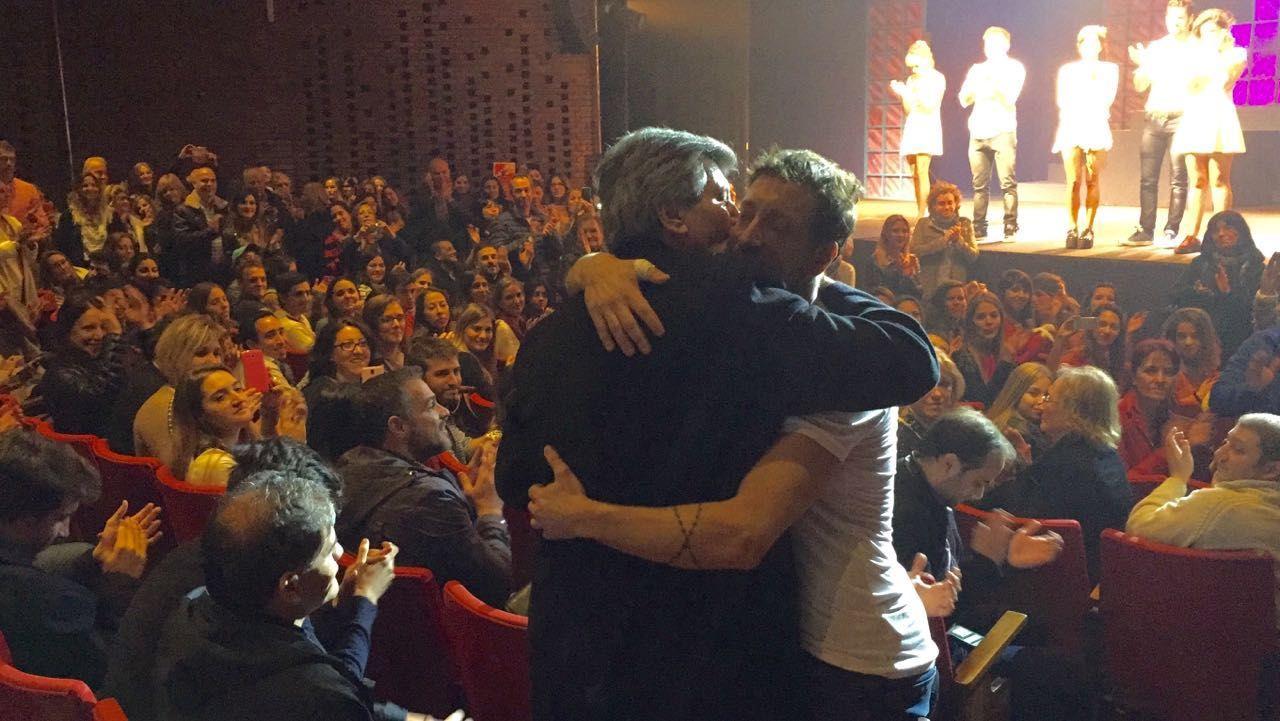 La emotiva visita de Carlín Calvo a Nico Vázquez en el teatro