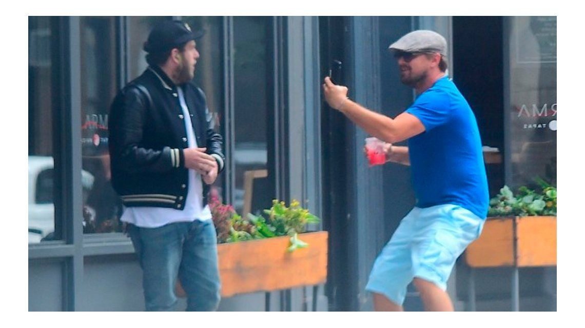 La divertida broma de Leo Di Caprio a  a Jonah  Hill en plena calle