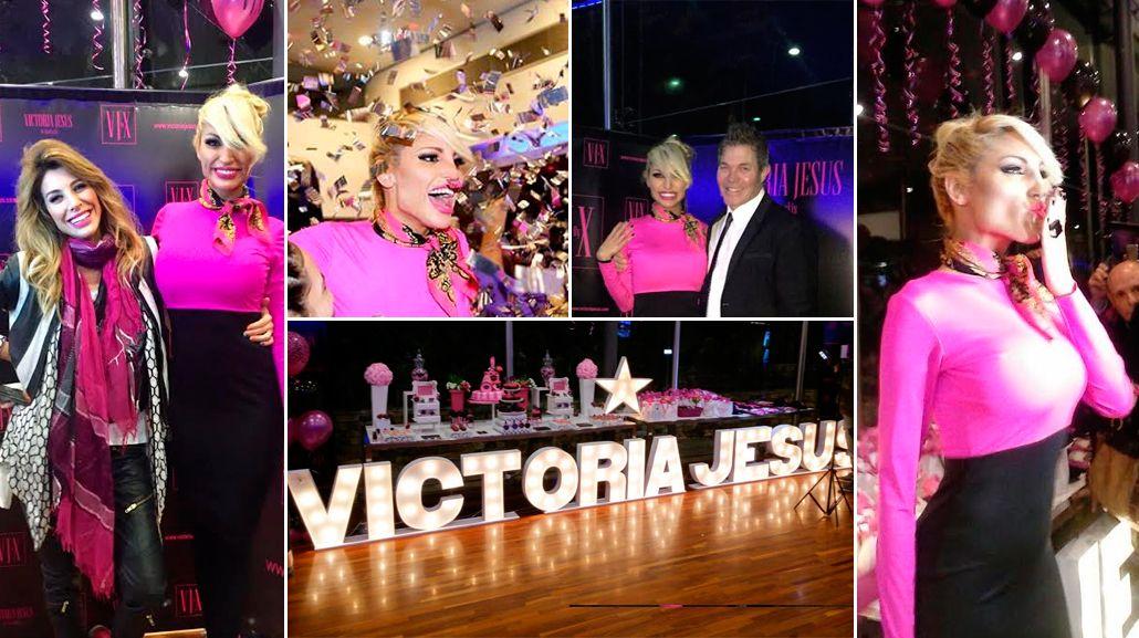 Con un look empresarial, Vicky Xipolitakis inauguró su marca: dulces, globos y pastelitos