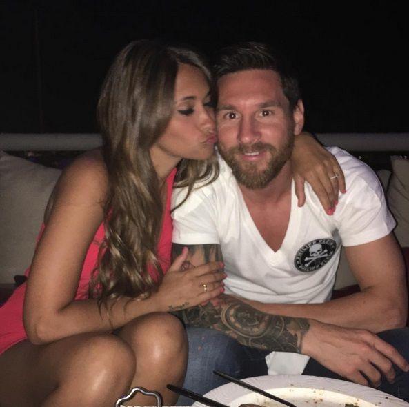 ¡Es una bomba! La mujer de Lionel Messi deslumbró las redes sociales con su cola