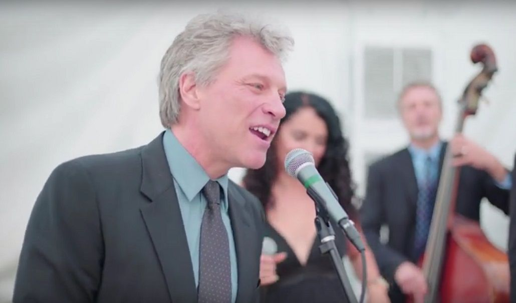 Bon Jovi cantó Livin On A Prayer obligado en un casamiento