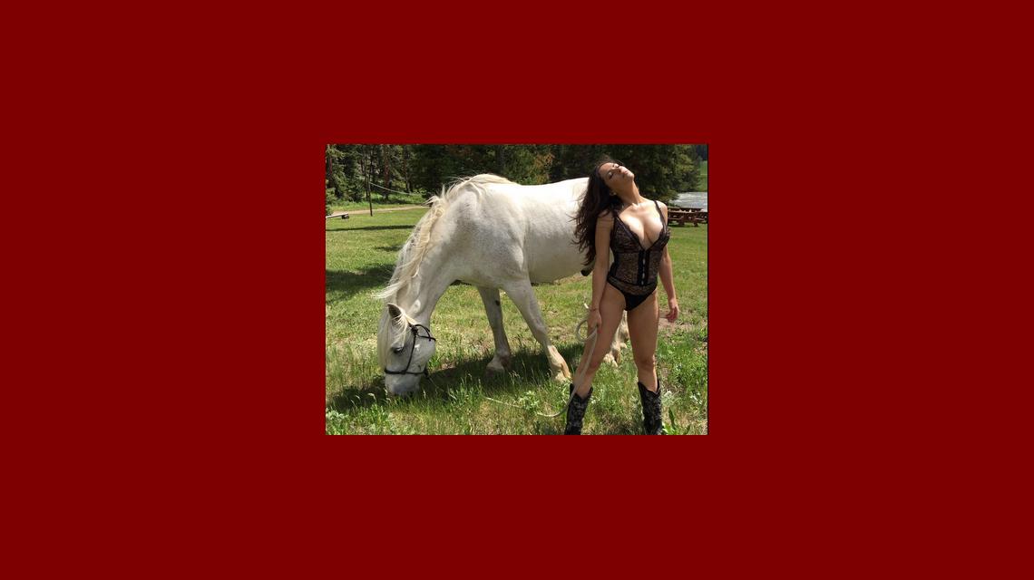 Victoria Vannucci posó en topless y sin Photoshop: No hay que engañar al público con una foto retocada