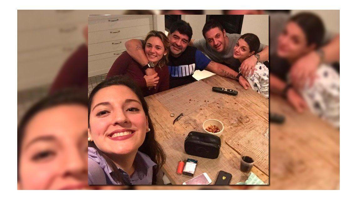 Así vivió Maradona la final de la Copa América con Jana, Rocío Oliva y su abogado