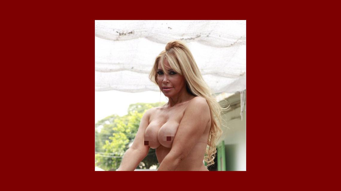 Aparecen nuevas fotos de la abogada hot: desnuda y con strippers