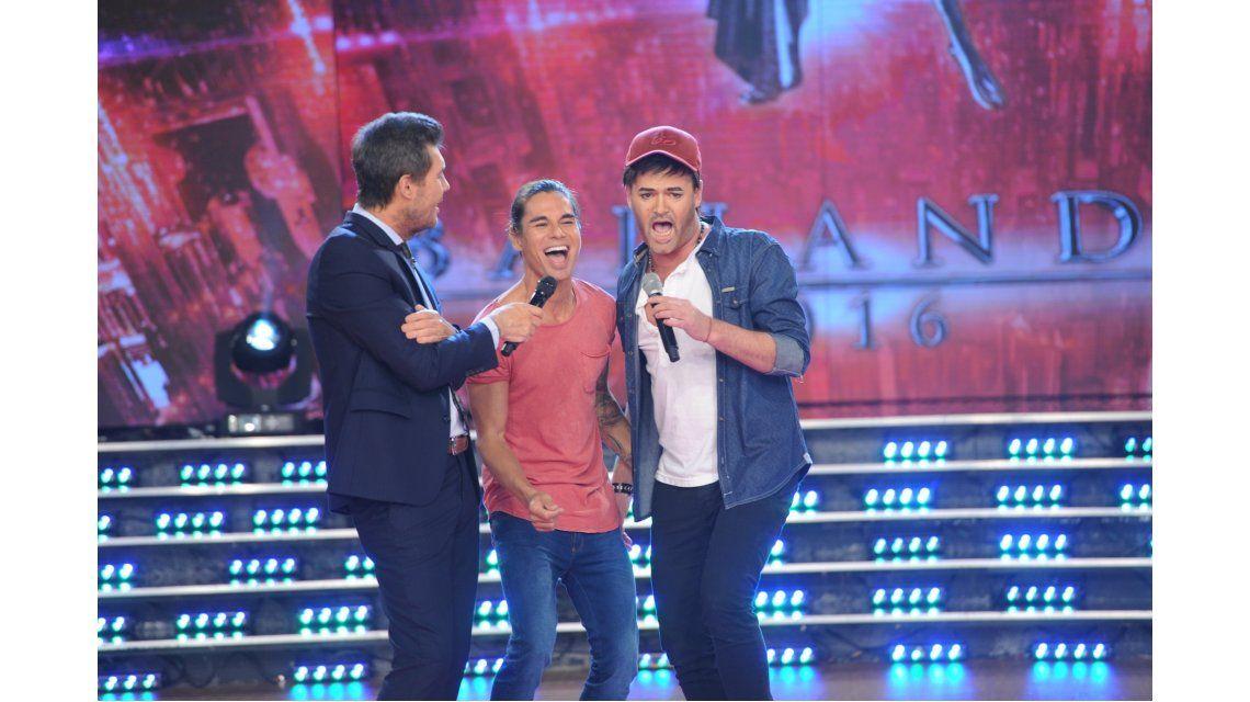 Julio Iglesias Jr. junto al imitador de su hermano Enrique: ¡desopilante reencuentro con la complicidad del cantante!