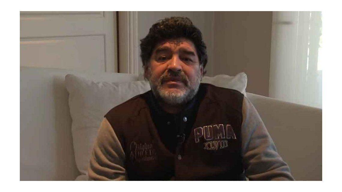 La furia de Maradona contra una cronista por preguntarle por Diego Junior: Esta pregunta de mie... que me hacés