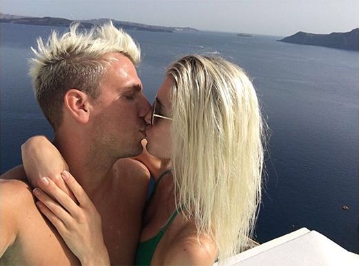 Después del escándalo, Maxi López y su novia, muy hot, de vacaciones en Grecia