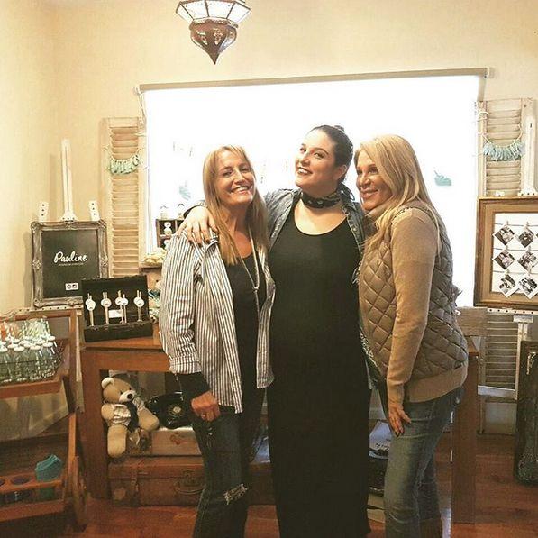 A un mes de ser madre, el divertido baby shower de Juana Repetto