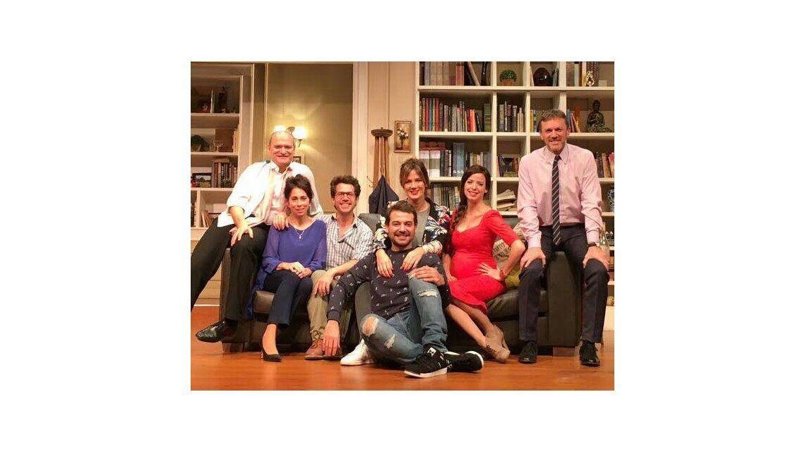 Noche de teatro para Paula Chaves y Pedro Alfonso