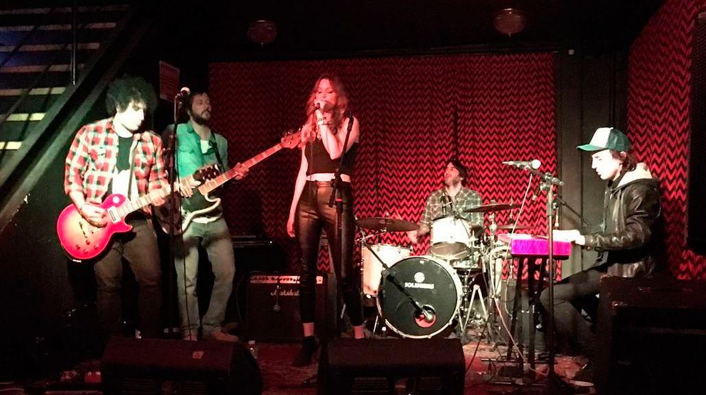 De la pasarela al escenario: Geraldine Neumann rockea en la noche porteña