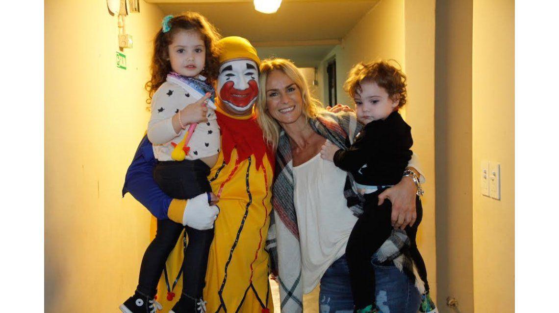 Jimena Barón, Sabrina Rojas y Pía Slapka, con sus pequeños hijos al teatro