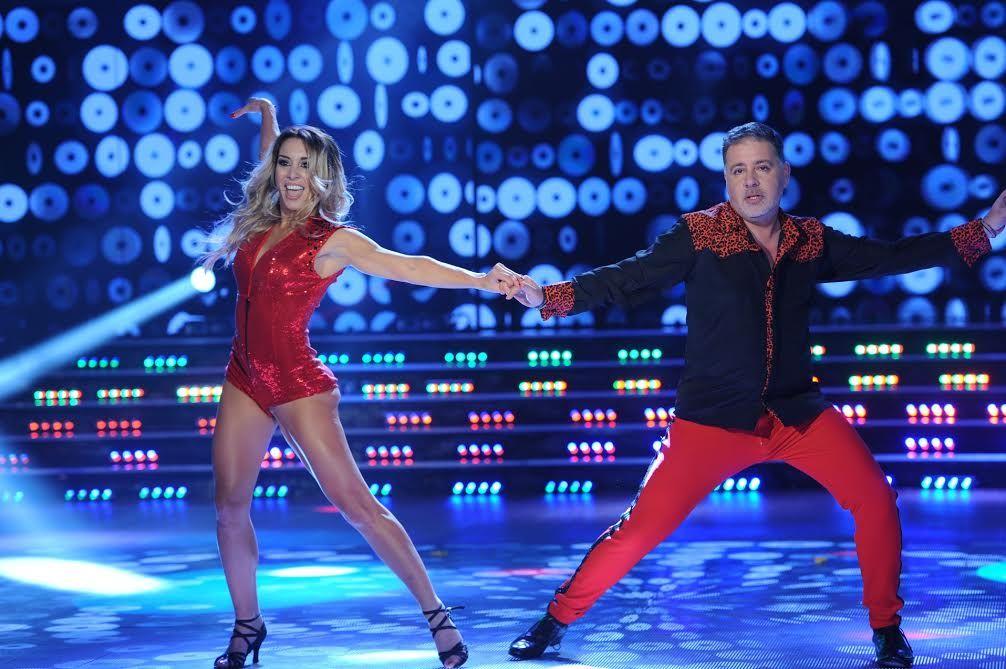 Con chupines rojos y animal print, Fabián Doman debutó en el Bailando: mirá su coreo de música disco