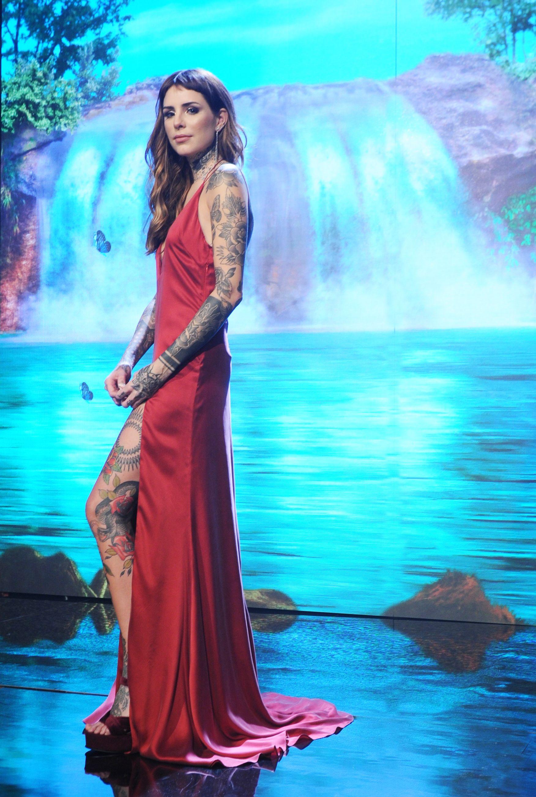 Así fue el debut de Candelaria Tinelli como cantante en Showmatch 2016