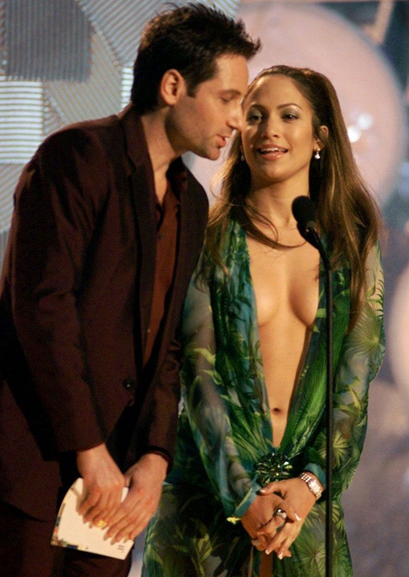 Por qué Jennifer López odió usar el polémico vestido verde de los Grammys