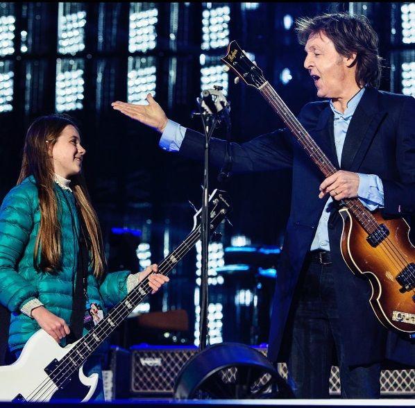 La historia detrás de Leila, la niña que tocó el bajo con Paul McCartney