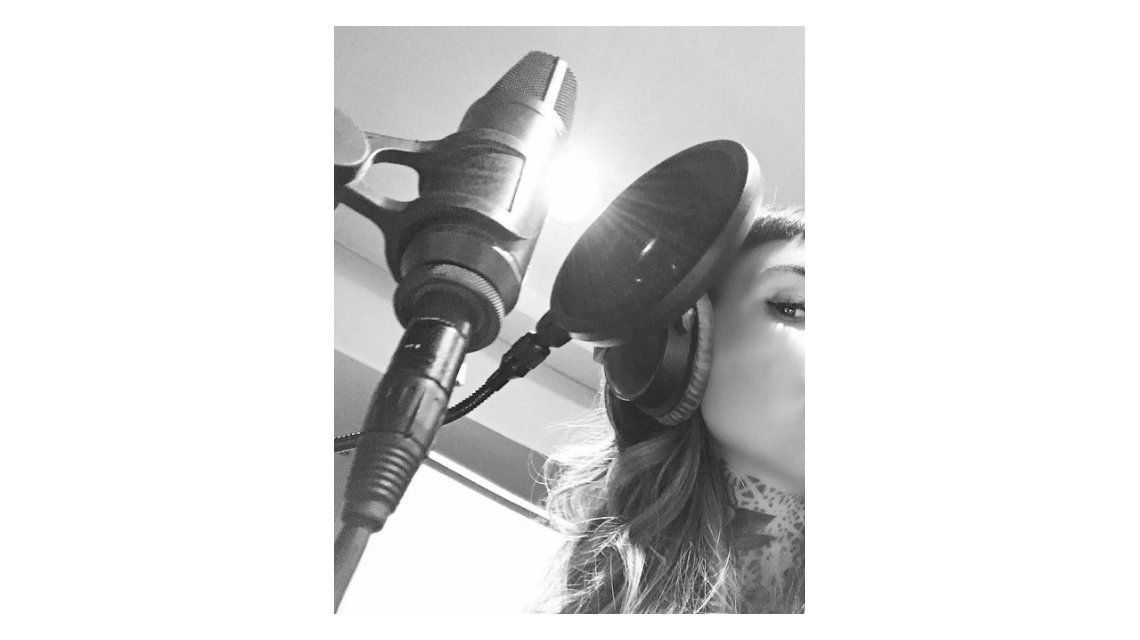 Candelaria Tinelli, ¿se lanza como cantante?: su foto en un estudio de grabación