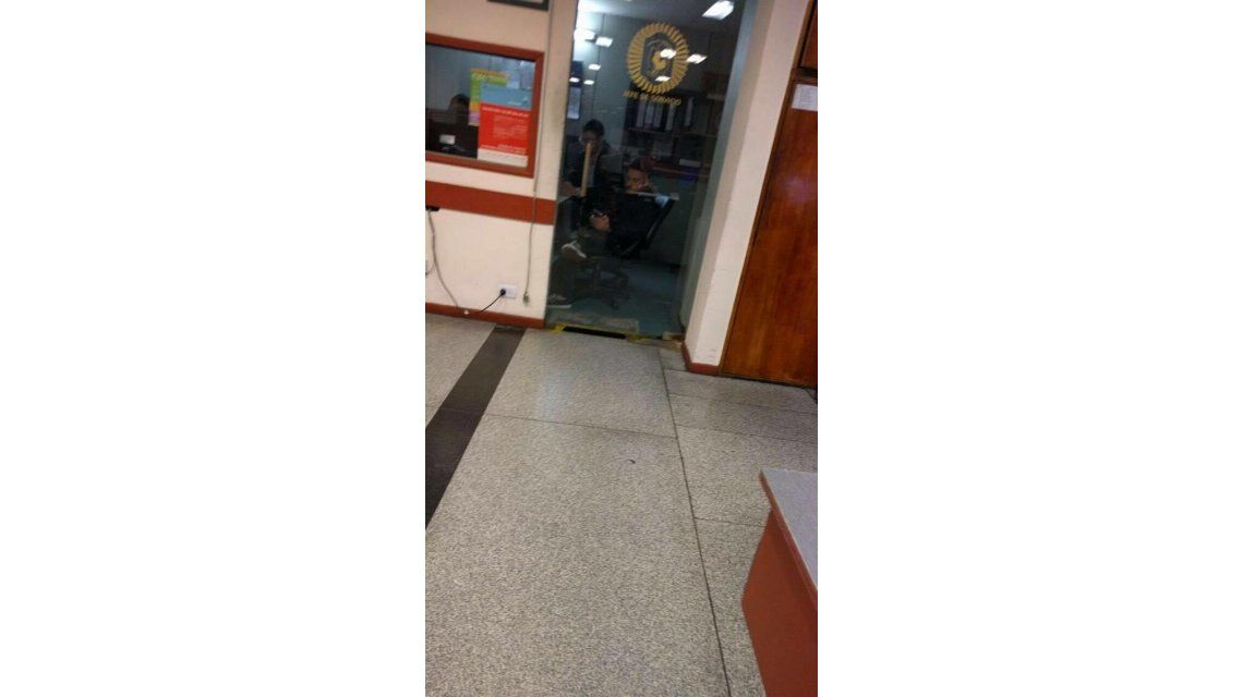 La foto de Federico Bal en una comisaría: denunciando a Barbie Vélez por destrozos