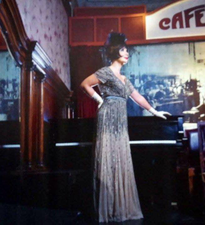 Andrea Bonelli, alejada de la TV y muy sensual a los 49