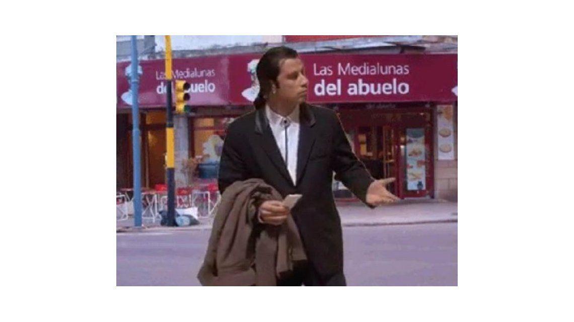 Los mejores memes por las fotos de John Travolta comprando facturas en Castelar