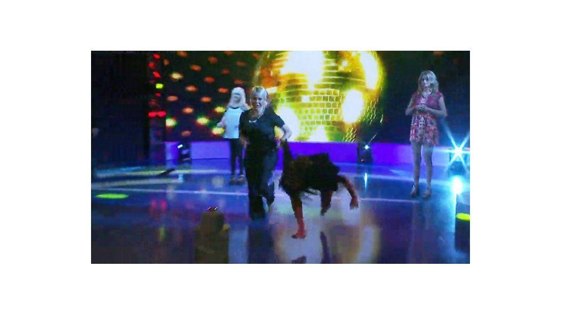 La terrible caída de Barbie Vélez mientras bailaba cuarteto
