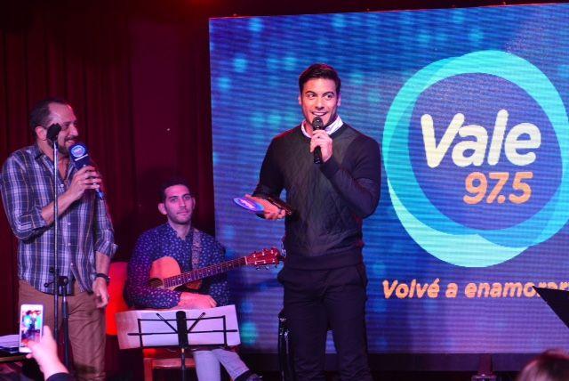 Así fue el show de Carlos Rivera en el Acústico de Vale 97.5