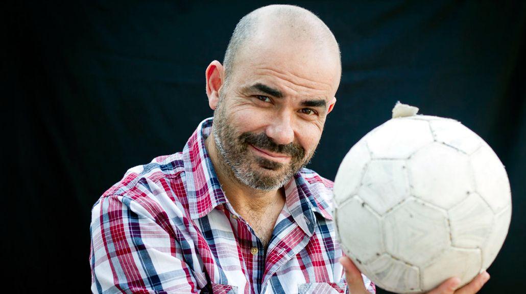 Eduardo Sacheri obtuvo el Premio Alfaguara de Novela por La noche de la usina