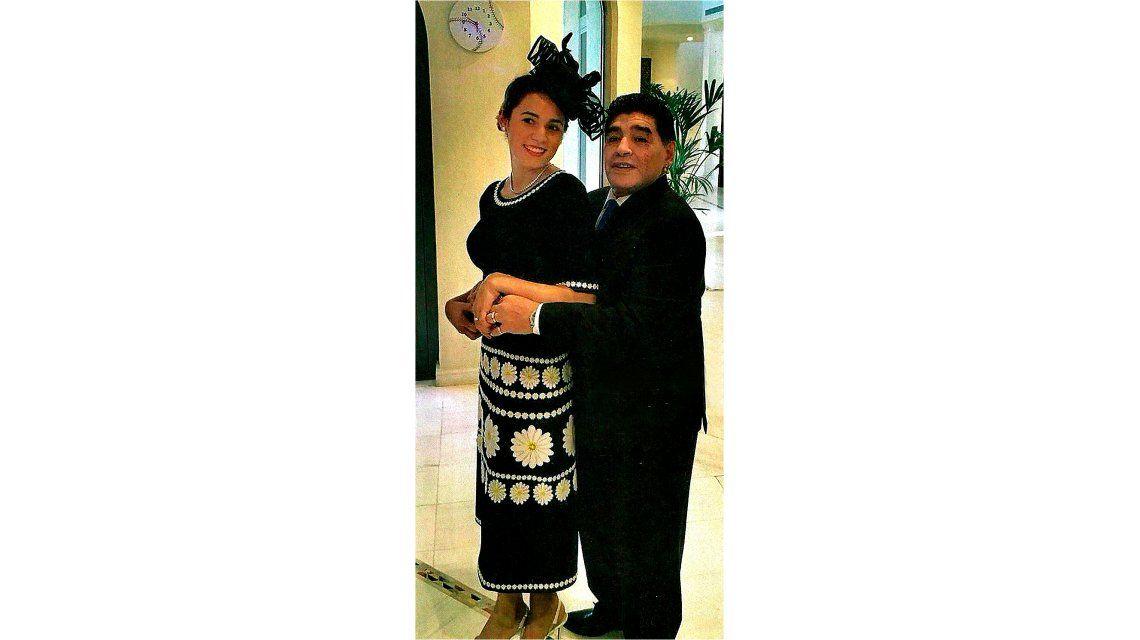 En Dubai, Rocío Oliva participó en un concurso de sombreros y quedó tercera