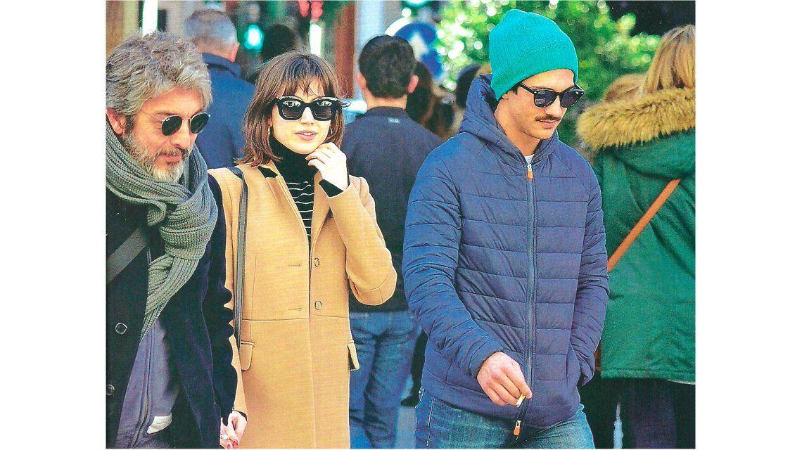 Todos en familia: Ricardo Darín, el Chino y Úrsula Corberó, de paseo por las calles de Madrid