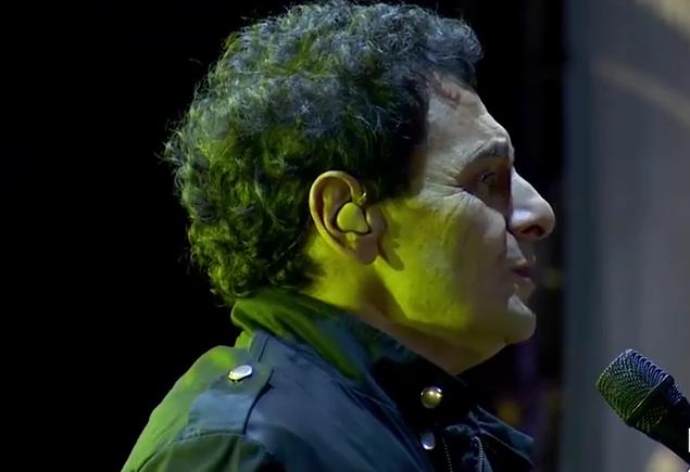 Ricardo Mollo recordó a Gustavo Cerati con una conmovedora versión de Crimen