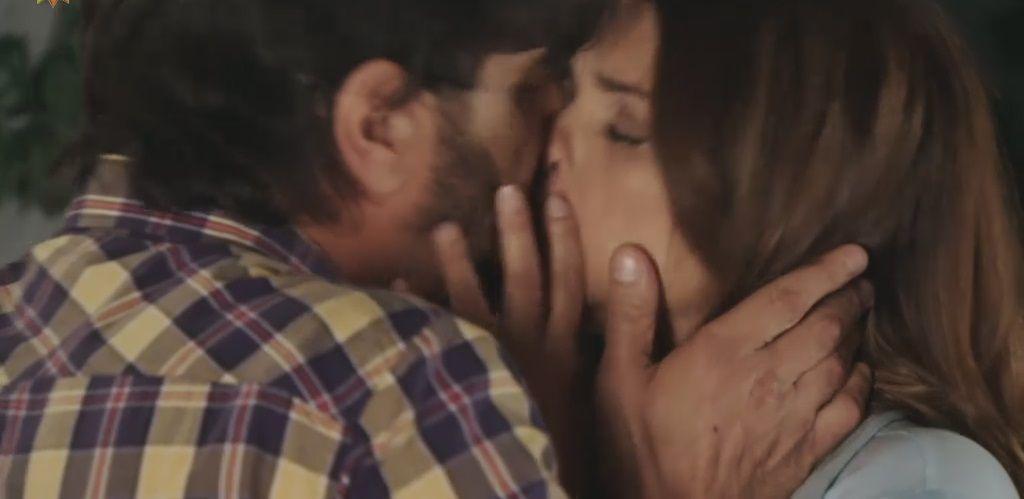 El apasionado beso de Araceli González y Juan Darthés: Me muero de amor por vos