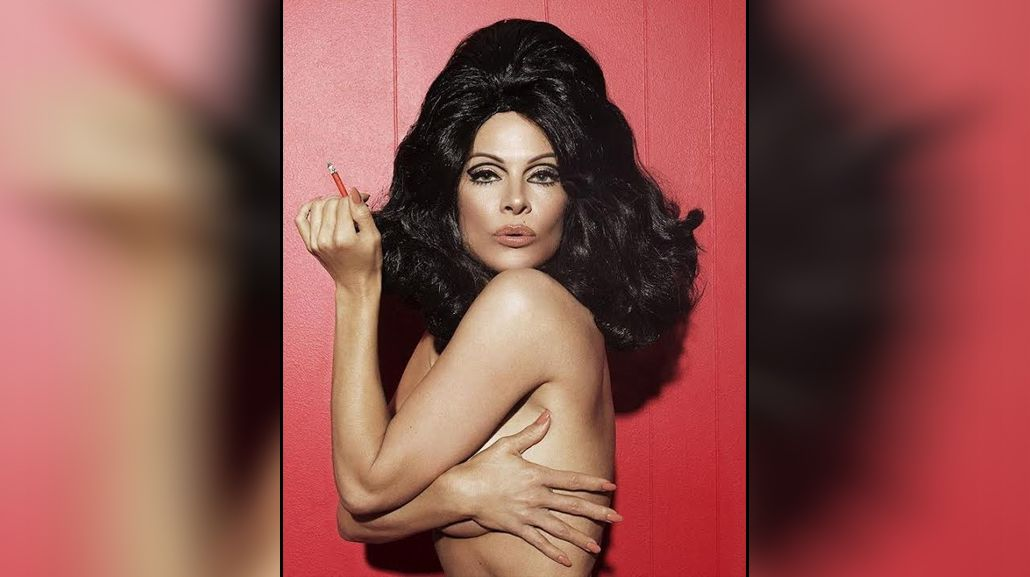 Pamela Anderson posó desnuda a sus 48 años para promocionar su línea de zapatos veganos