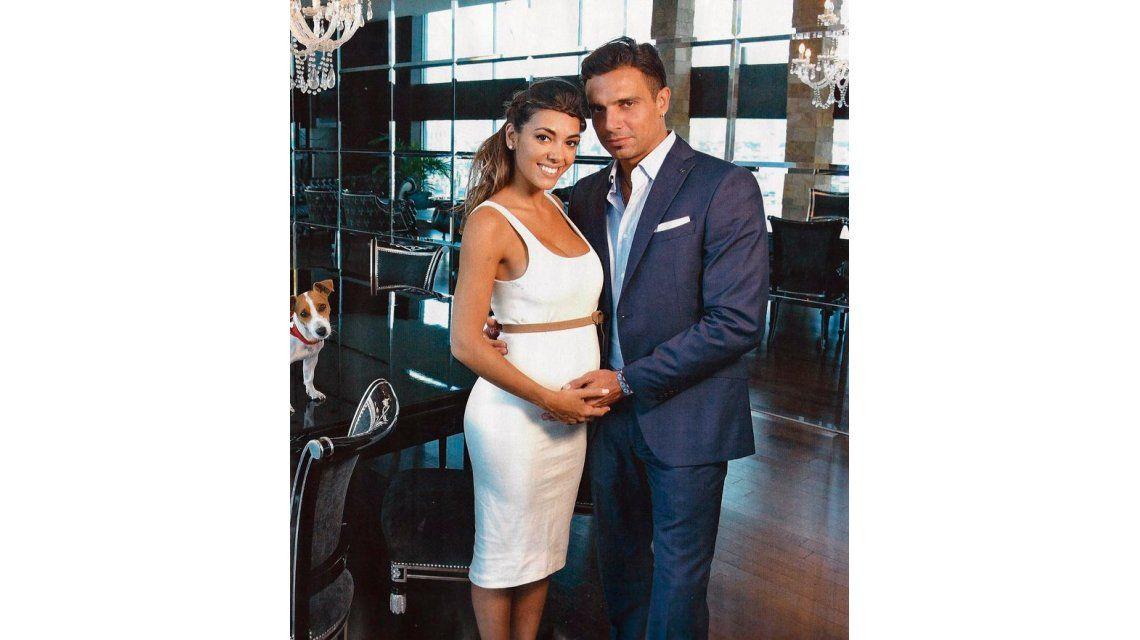 La tierna producción de Floppy Tesouro, embarazada: Nos vamos  a casar después de que nazca nuestro bebé