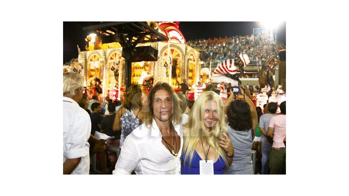 Claudio Caniggia y Mariana Nannis, de vacaciones en el carnaval de Brasil