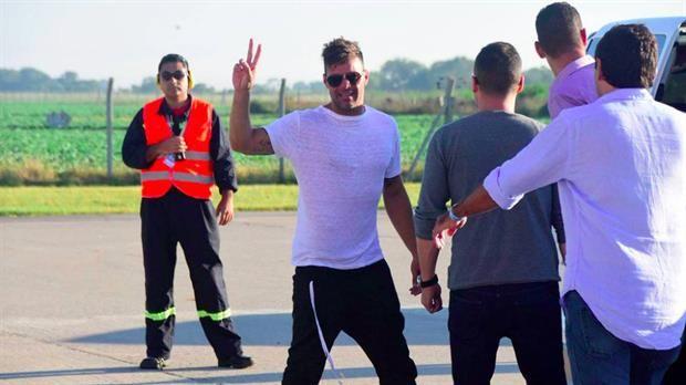 El detrás de escena de Ricky Martin en Villa María y un dato insólito: desinfectaron a las fans para que puedan saludarlo