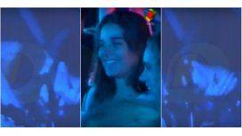 El video de Juana Viale, a los besos con un músico en pleno recital