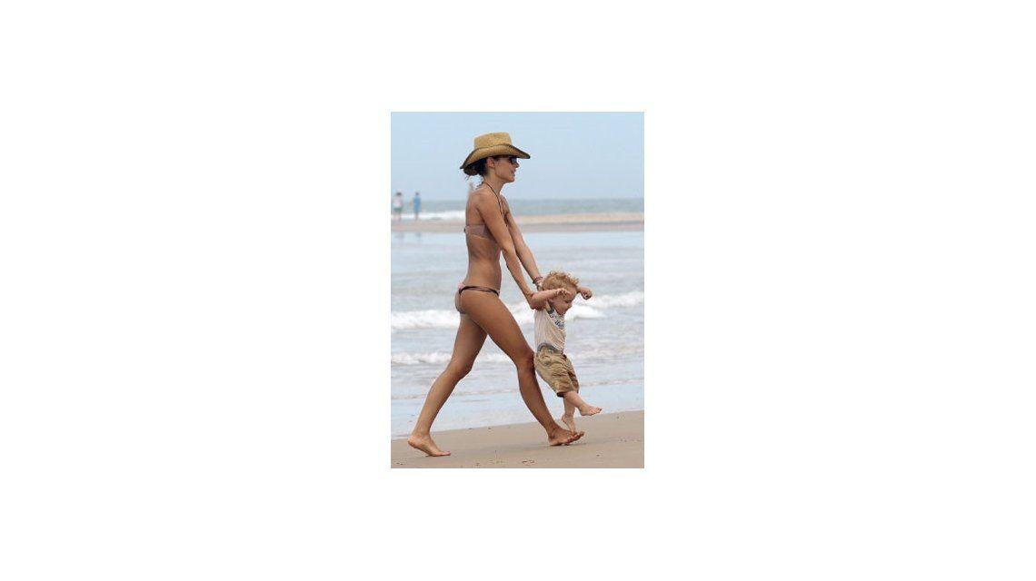 El descuido íntimo ¡y hot! de Pampita en las playas de Punta del Este
