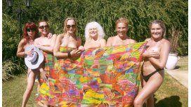 El destape de las Extinguidas: se desnudaron en la pileta por el cumple de Luisa Albinoni