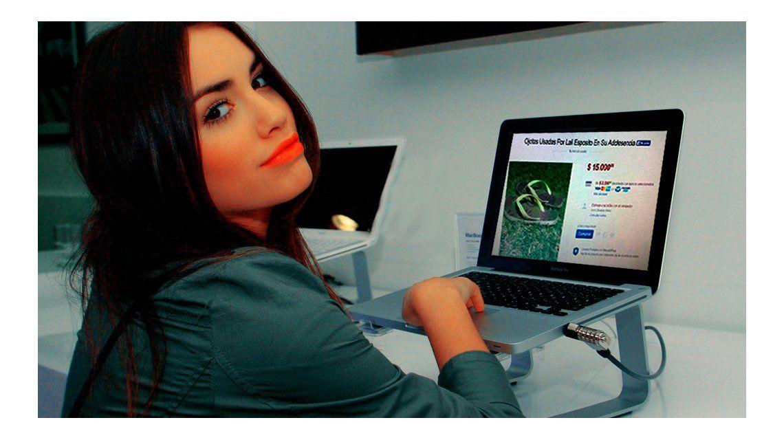 Lali Espósito intervino en una estafa en la web: vendían a miles de pesos ojotas suyas