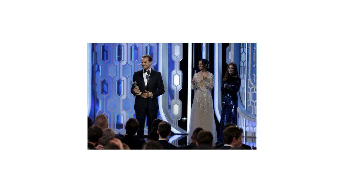 Tanto lío para esto: Leonardo DiCaprio casi se olvida su Oscar en un restaurante